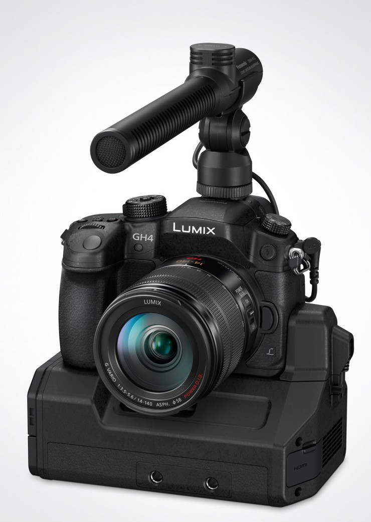 Lumix GH4 mit Mikrofon und Dockingstation